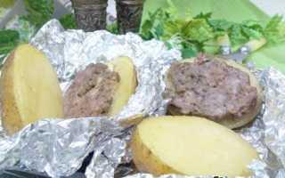 Запеченная картошка с фаршем в фольге