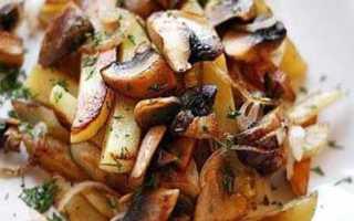 Замороженные грибы с картошкой на сковороде