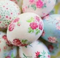 Как красить яйца на пасху салфетками двумя способами