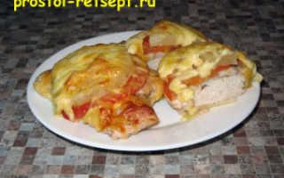 Индейка с ананасами и сыром в духовке