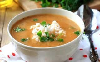 Постный томатный суп с рисом и зеленью