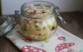 Засолка капусты с клюквой и яблоками