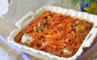 Минтай в духовке с луком и морковью