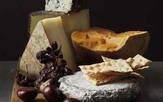 Как нарезать сыр с плесенью