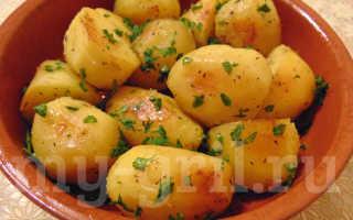 Запечённая картошка в мультиварке