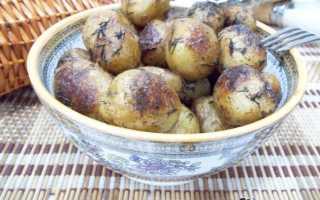 Как пожарить молодую картошку на сковороде целиком