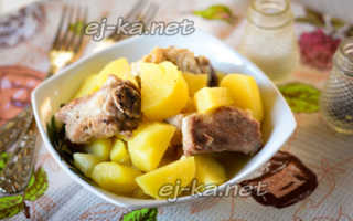 Как вкусно потушить свиные ребра с картошкой