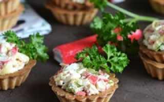 Для тарталеток начинка крабовое мясо. Тарталетки с крабовыми палочками и яйцом — пошаговые рецепты с фото. С морской капустой