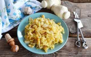 Как жарить капусту на сковороде с яйцом