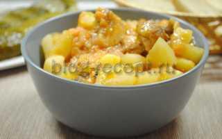 Как потушить куриные бедра с картошкой