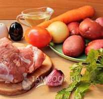 Картошка, тушенная со свининой в кастрюле